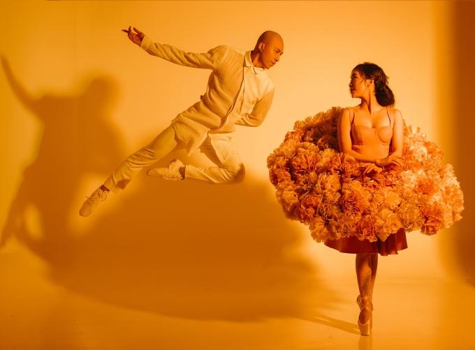 """<p> Kỷ niệm mùa Valentine 2020, Phạm Lịch rủ bạn trai cùng thực hiện một món quà gắn liền với chuyên môn của họ. Cả hai nhảy trên nền nhạc ca khúc """"Từ đó"""" của Phan Mạnh Quỳnh. Đây là bài hát được sử dụng trong phim điện ảnh """"Mắt biếc"""" gây chú ý thời gian qua.</p>"""