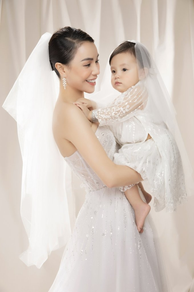 <p> Thời gian qua, Trà Ngọc Hằng công khai làm mẹ đơn thân. Sophia là động lực lớn nhất của cô trong cuộc sống hiện tại.</p>