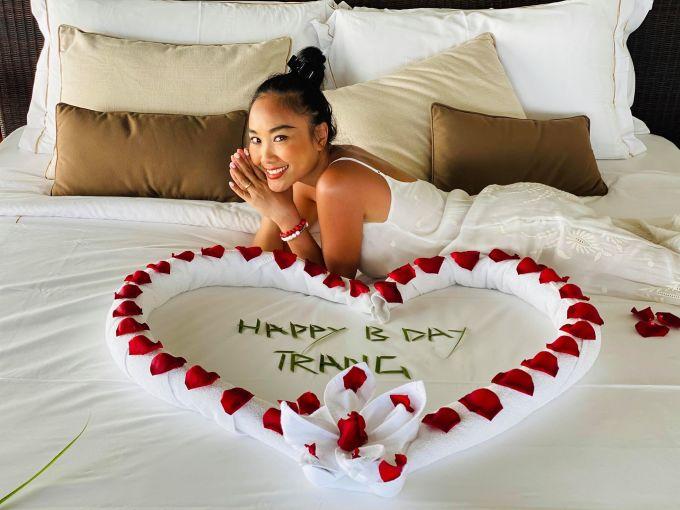 <p> Sau 8 năm chung sống, Đoan Trang có cuộc sống viên mãn bên chồng Tây và con gái. Dịp Valentine này cũng gần với sinh nhật nên Đoan Trang được chồng tặng nhiều điều bất ngờ. Họ đã cùng nhau đi đến Ấn Độ và tận hưởng những ngày nghỉ sang chảnh.</p>