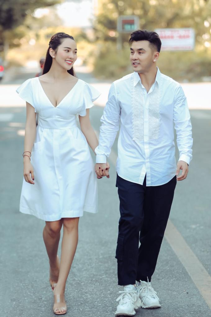 """<p> Năm nay, gia đình đón thêm một thành viên mới nhưng vợ chồng Kim Cương - Ưng Hoàng Phúc vẫn sẽ dành thời gian """"đánh lẻ"""" để hâm nóng tình cảm.</p>"""