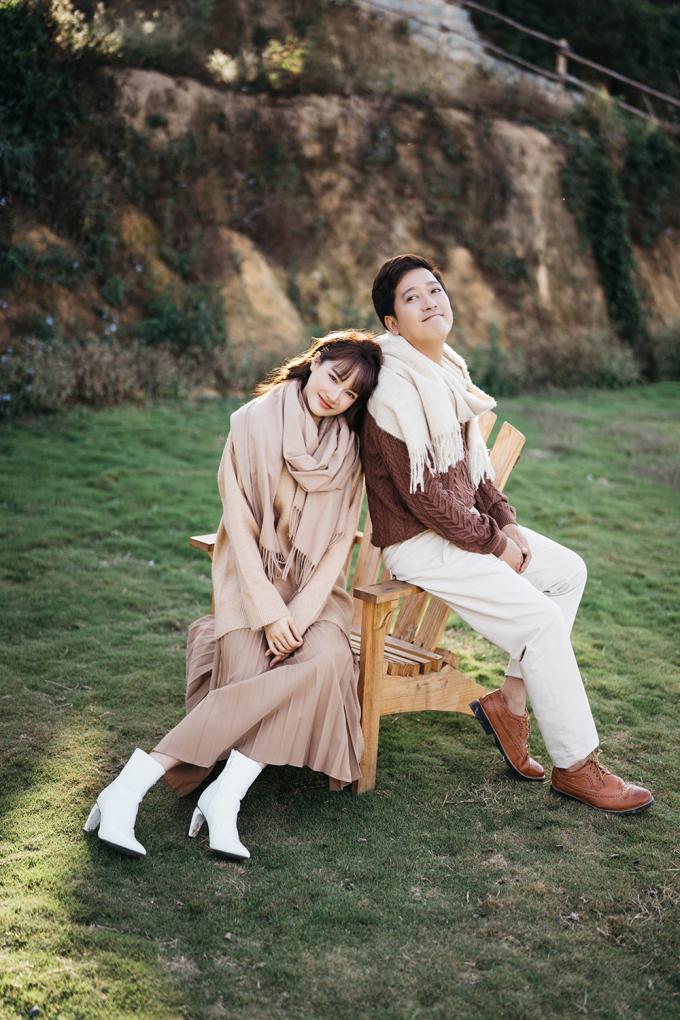 <p> Đây là lần đầu tiên Trường Giang - Nhã Phương chụp bộ ảnh Valentine từ sau khi kết hôn.</p>