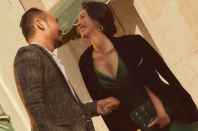 <p> Vợ chồng Thu Trang - Tiến Luật đã có 9 năm đón Valentine cùng nhau. Cặp nghệ sĩ luôn chứng minh độ hạnh phúc khi đồng hành ở cả công việc lẫn đời sống riêng tư. Tổ ấm của họ có hai cậu con trai.</p>