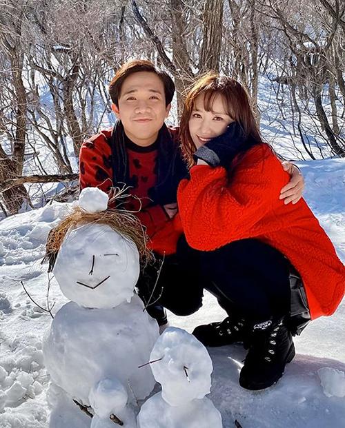 Hình ảnh ngọt ngào cùng đồ đôi của cặpvợ chồng quyền lực Vbiz trong chuyến du lịch Hàn Quốc mới đây.