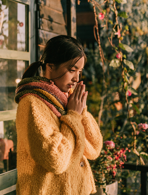 Chờ ngày lời hứa nở hoa là một bản tình ca về niềm tin, lời hứa và sự chờ đợi trong tình yêu. Nó như là một dấu lặng trong bản nhạc cảm xúc nhiều cung bậc của mỗi người.