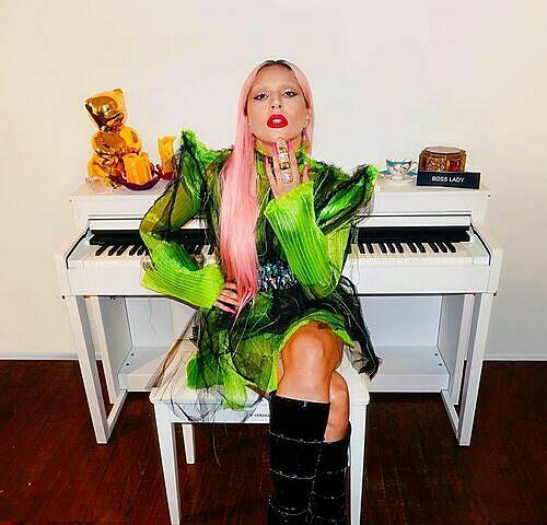 Chiếc nhẫn Lady Gaga tự tặng cho mình.
