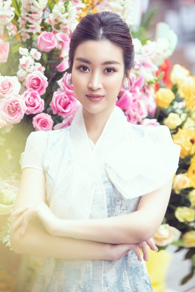 <p> Thời gian qua, Đỗ Mỹ Linh đã hết nhiệm kỳ Hoa hậu Việt Nam nhưng vẫn thường xuyên đồng hành cùng các cuộc thi sắc đẹp do đơn vị nắm bản quyền - cũng là công ty quản lý của cô tổ chức.</p>
