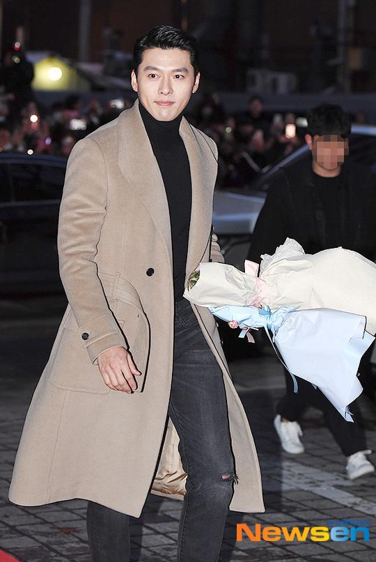 Hyun Bin điển trai và lịch lãm trong set đồ ấm áp.