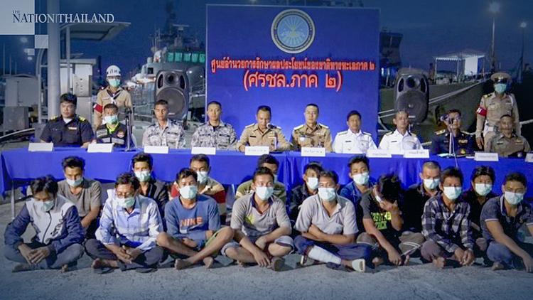 21 thuyền viên Việt Nam bị hải quân Thái Lan giữ lại và cách ly để kiểm tra virus corona. Ảnh: Nation Thailand.