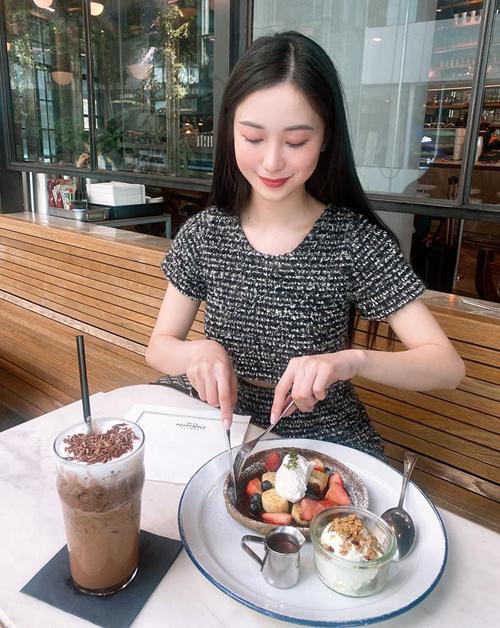 Jun Vũ tiết lộ cô ăn nhiều bữa một ngày dù có thân hình rất mảnh dẻ.