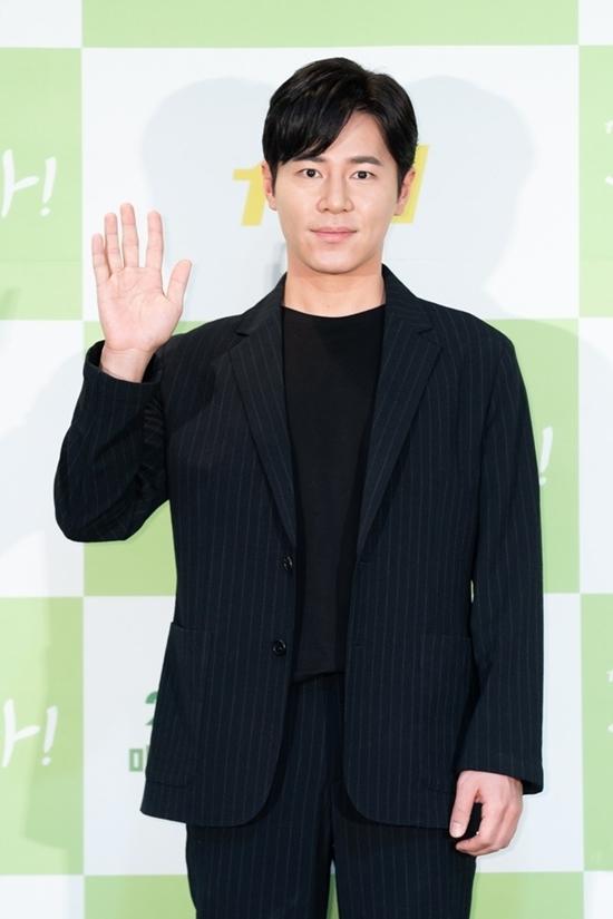 Lee Kyu Hyung đảm nhiệm vai chồng của Cha Yu Ri,Jo Kwang Hwa.
