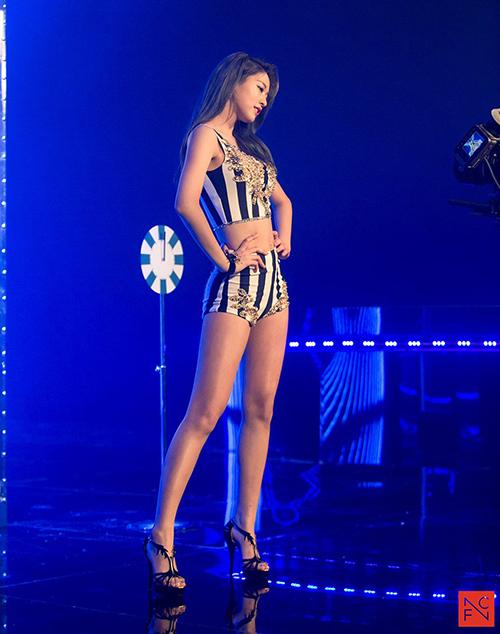 Người đẹp của nhóm AOA, có đôi chân dài miên man và số đo 3 vòng cực chuẩn, những set áo crotop và quần short càng làm tôn lên vẻ đẹp sexy của Seol Hyun.