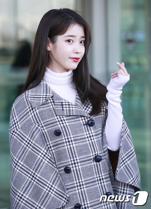 Lisa - IU gây tranh cãi vì style dở tệ ở sân bay - 6