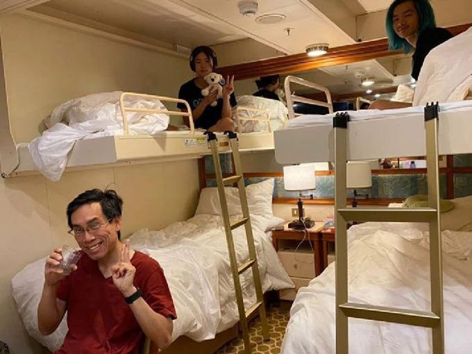 """<p> Sự chú ý của truyền thông cho đến nay vẫn tập trung vào những <a href=""""https://ione.net/tin-tuc/nhip-song/loi-keu-cuu-cua-thuy-thu-tren-du-thuyen-nhat-4053810.html"""" rel=""""nofollow"""">hành khách quốc tế </a>trên du thuyền - những người đã chi trả hàng nghìn USD để nghỉ dưỡng, giải trí trên tàu và hiện <a href=""""https://ione.net/tin-tuc/nhip-song/hong/hanh-khach-lo-lay-nhiem-cheo-ncov-tren-du-thuyen-nhat-ban-4052627.html"""" rel=""""nofollow"""">bị cách ly</a> trong phòng. Ảnh: <em>Heraldsun.</em></p>"""