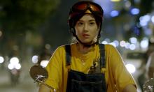 Hoàng Yến Chibi chật vật học lái xe ôm đóng phim