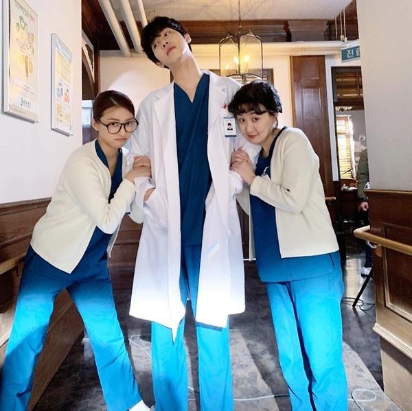 Bác sĩ Ahn Hyo Seob đư