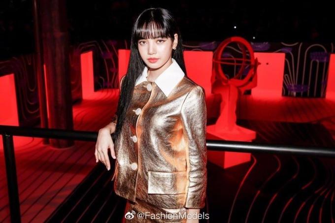 <p> Thần thái sang chảnh, high fashion giúp Lisa luôn gây sốt mỗi khi dự fashion show quốc tế. Dù trang phục gây tranh cãi, nữ idol vẫn vào top mặc đẹp của các tạp chí thời trang.</p>