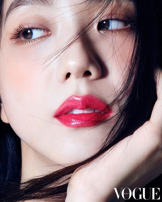 Ảnh tạp chí của Ji Soo gây tranh cãi: Là nữ thần hay bà cô U40?