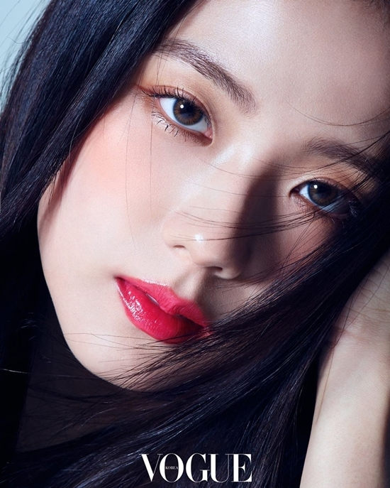 Ảnh tạp chí của Ji Soo gây tranh cãi: Là nữ thần hay bà cô U40? - 1
