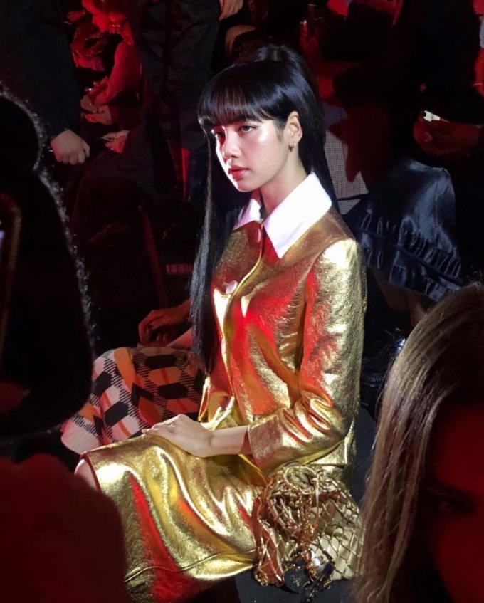 <p> Trên hàng ghế VIP, nữ idol kiêu sa nổi bật giữa các khách mời.</p>