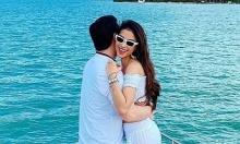 Phạm Hương ôm bạn trai đại gia trên biển