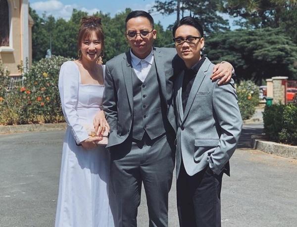 JustaTee khoe ảnh cùng vợ là hot girl Trâm Anh tới dự đám cưới trưởng nhóm Space Speaker.