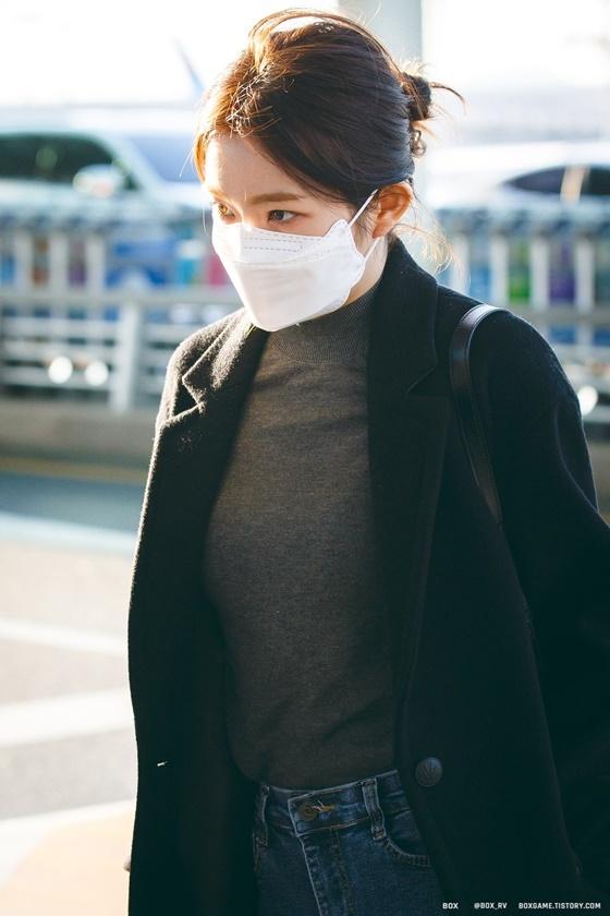 Fan khen mỹ nhân nhà SM đeo khẩu trang vẫn đẹp như nữ thần.