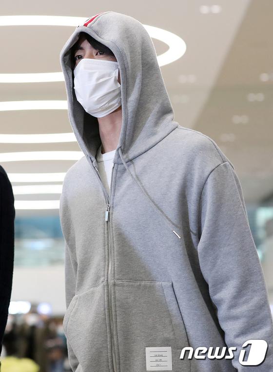 Jin là fan cuồng của thương hiệu Tommy Hilfiger.