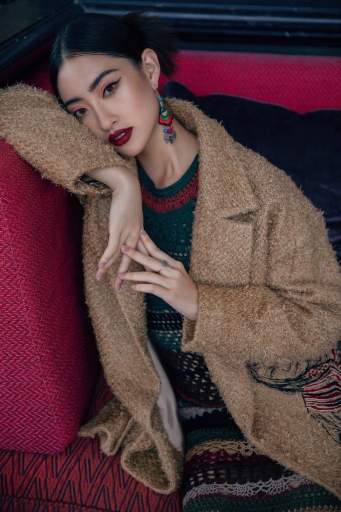 <p> Stylist: Long Vũ Nguyễn, Trang điểm: Quân Nguyễn, Làm tóc: Pu Lê.</p>