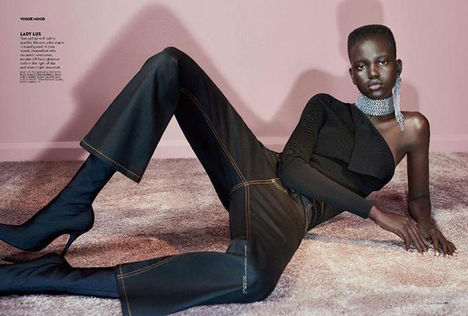 Cô ấy không chỉ xinh đẹp lạ thường, cô ấy còn có một sự ngọt ngào trong những bức ảnh của cô ấy. Nếu Naomi Campbell và Alek Wek có một đứa con yêu, đó sẽ là Adut. Biên tập viên của tạp chí Vogue của Anh, Edward Enninful, cho biết sau khi thấy cô đi bộ cho Saint Laurent.