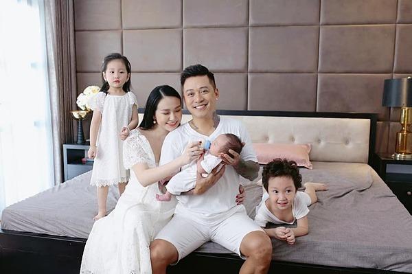 Gia đình hạnh phúc của Tuấn Hưng - Hương Baby.