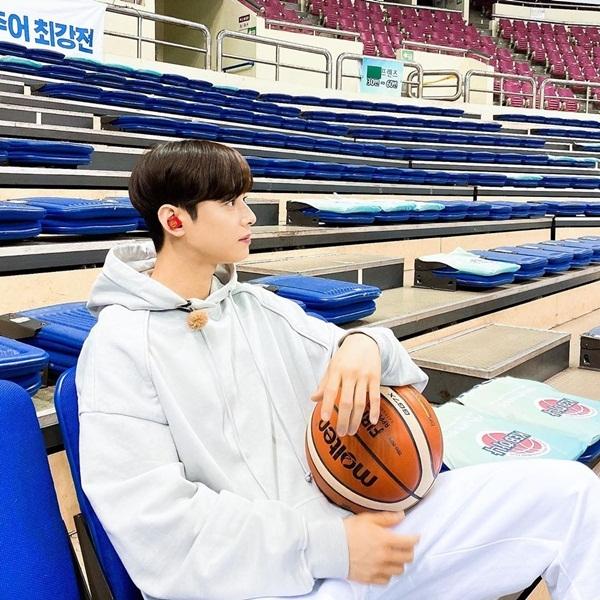 Hot boy bóng rổ Cha Eun Woo chụp ở góc nào cũng đẹp.
