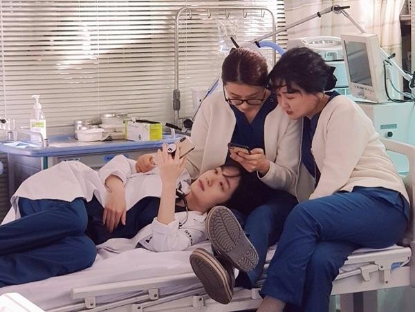 Cách thư giãn của các bác sĩ, y tá phim Người thầy y đức 2.