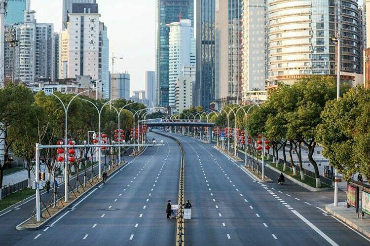 Thành phố Vũ Hán, tỉnh Hồ Bắc vắng tanh vì lệnh phong tỏa. Ảnh: AFP.