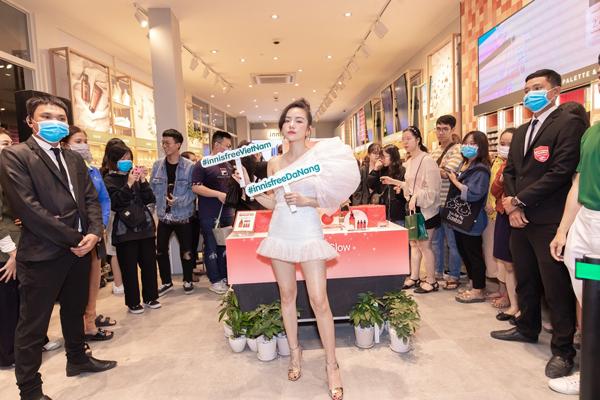 Tham gia sự kiện còn có ca sĩ Phương Ly.