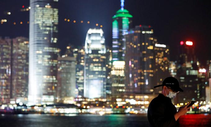 Chính quyền Hong Kong phát tiền, hỗ trợ dân chống dịch