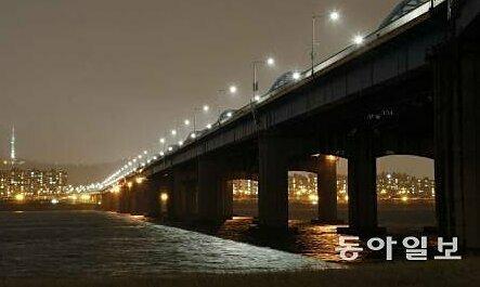 Nhân viên chống dịch nCoV ở Hàn Quốc nhảy sông tự tử