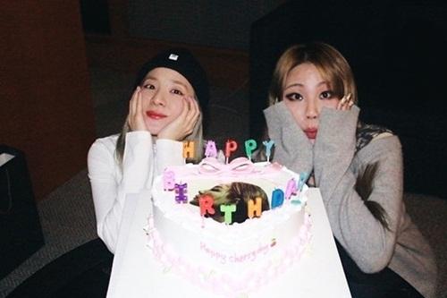 Dara đáng yêu mừng sinh nhật CL.