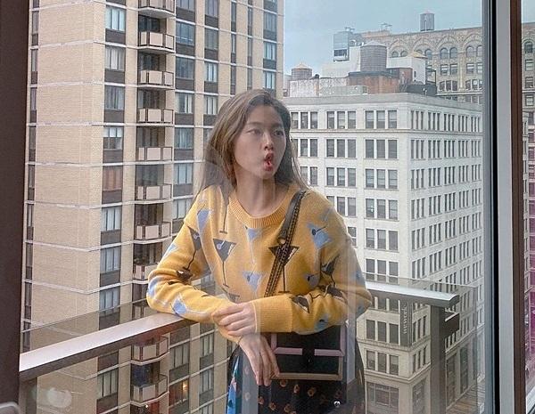 Seol Hyun chu mỏ vịt ngộ nghĩnh trong ảnh chụp ở New York.