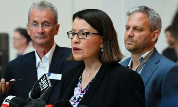 Bộ trưởng Y tế Jenny Mikakos phát biểu tại một cuộc họp báo về nạn phân biệt chủng tộc đối với các bác sĩ và y tá tại bệnh viện Hoàng gia ở Melbourne. Ảnh: AAP