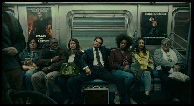 Những poster trên tàu điện ngầm cũng được cho là nhắm đến Scooter.