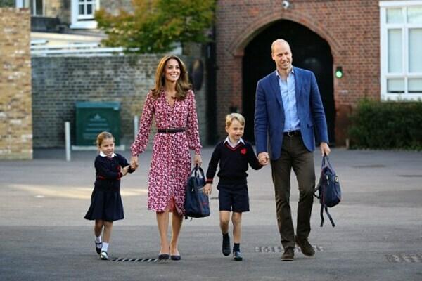 Sáng 5/9, Công tước và nữ Công tước xứ Cambridge đưa hai con tới trường St Thomas ở Battersea, phía nam London. Ảnh: PA.