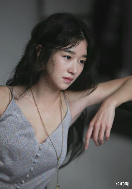 Seo Ye Ji sẽ đóng vai Go Moon Young, một người mắc chứng rối loạn nhân cách chống đối xã hội (ASPD). Cô lớn lên với một người mẹ viết tiểu thuyết bí ẩn và một người cha là giáo sư nghiên cứu ngôn ngữ Hàn Quốc tại một trường đại học hàng đầu. Tuổi thơ bị bắt nạt và không thể giao tiếng với bạn cùng tuổi gây ảnh hưởng đến tâm lý của Moon Young. Khi lớn lên, cô trở thành một tác giả sách trẻ em nổi tiếng.