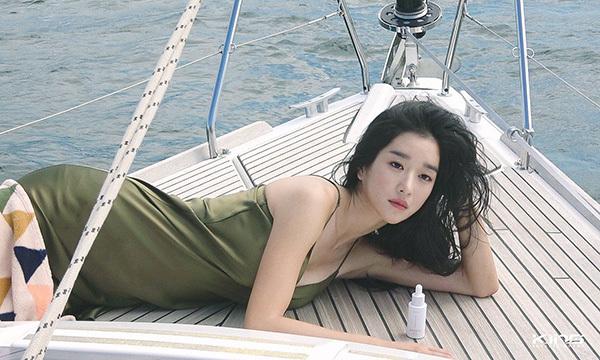 Psycho But It's Okay là một cơ hội lớn với Seo Ye Ji khi được hợp tác cùng mỹ nam Kim So Hyun, kịc bản mới lạ. Vai diễn có mắc chứng rối loạn nhân cách chống đối xã hội (ASPD) đang thu hút sự chú ý của người xem sau thành công của nhân vật Jo Seo Yi (Kim Da Mi đóng) trong Tầng lớp Itaewon.