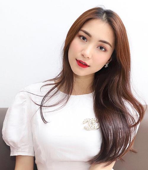 Để có làn da hoàn hảo mỗi khi xuất hiện, Hòa Minzy luôn phải makeup kỹ lưỡng.