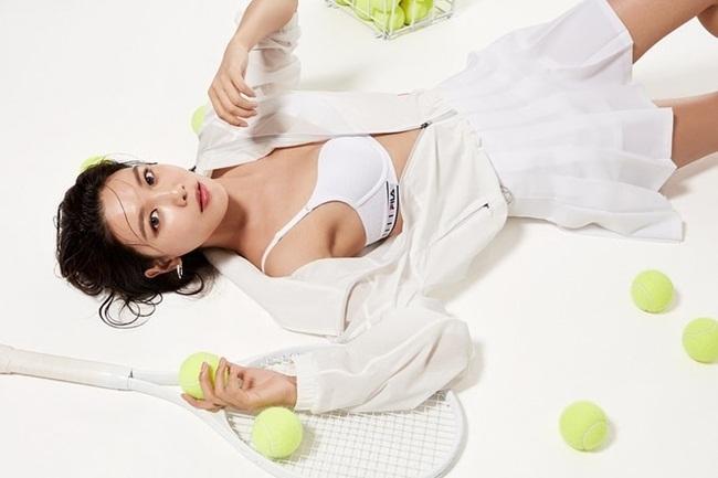 Soo Young chụp quảng cáo nội y thể thao, khoe thân hình khỏe khoắn.