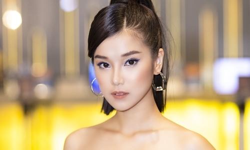 Hoàng Yến Chibi khoe vai trần dự ra mắt phim