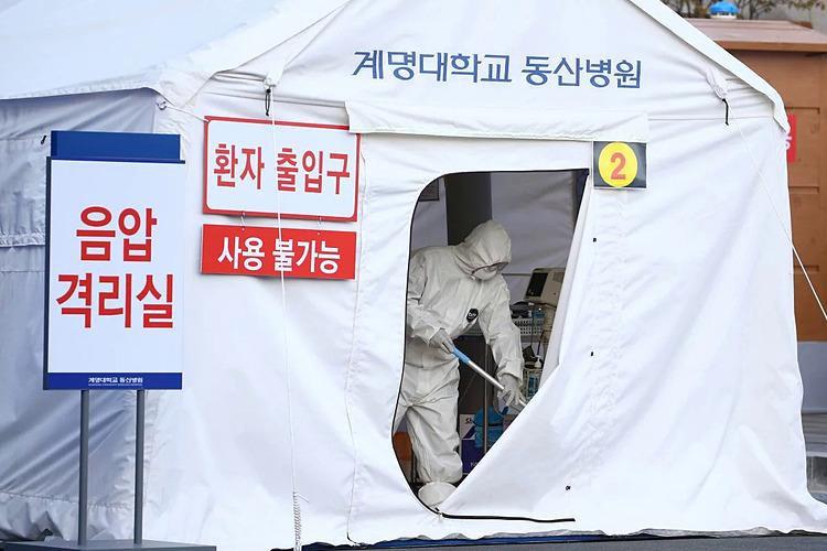 Một khu lán kiểm dịch tại Daegu, Hàn Quốc. Ảnh: AP.