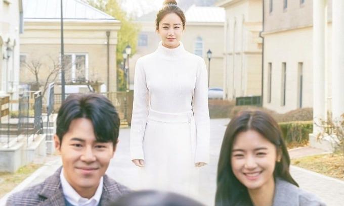 Drama của Kim Tae Hee ngừng quay để nhân viên xét nghiệm Covid-19
