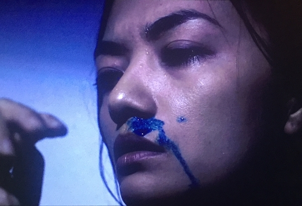 Cảnh quay chảy máu mũi khiến Tina Tình vất vả.