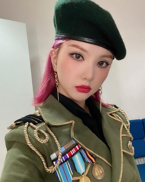 Eun Ha (GFriend) hóa nữ chiến binh sắc sảo với
